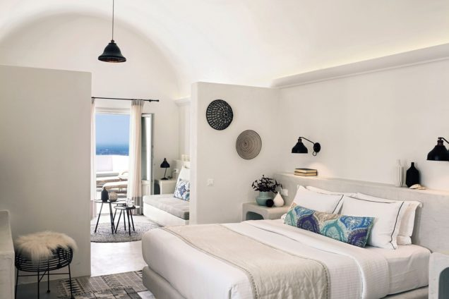 10_santo-maris-oia_junior-deluxe-suite-sunset-sea-view_1