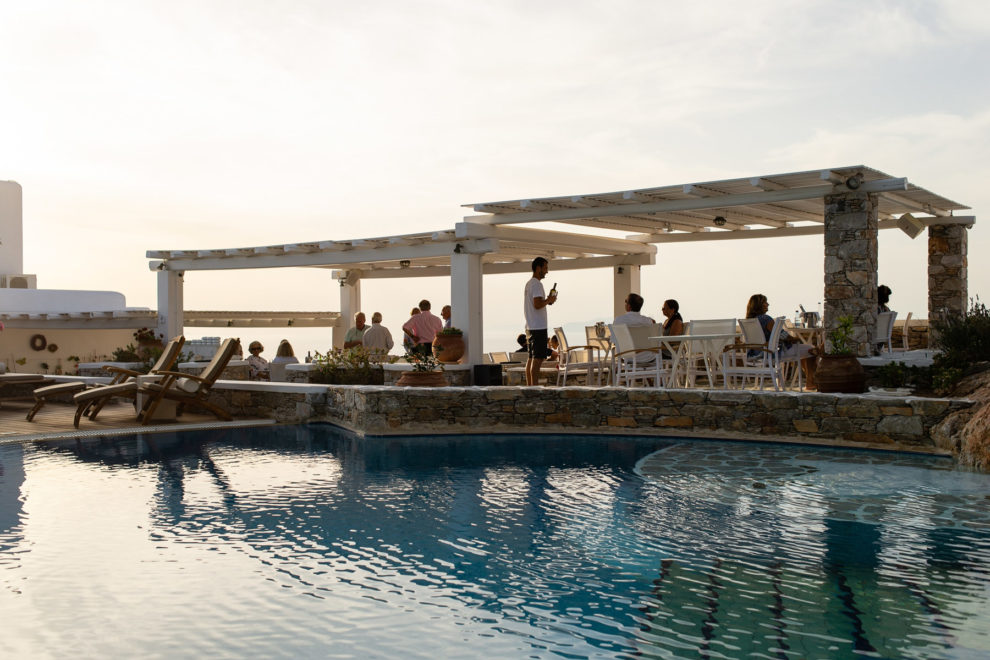 anemomilos-apartments-folegandros-bar-05
