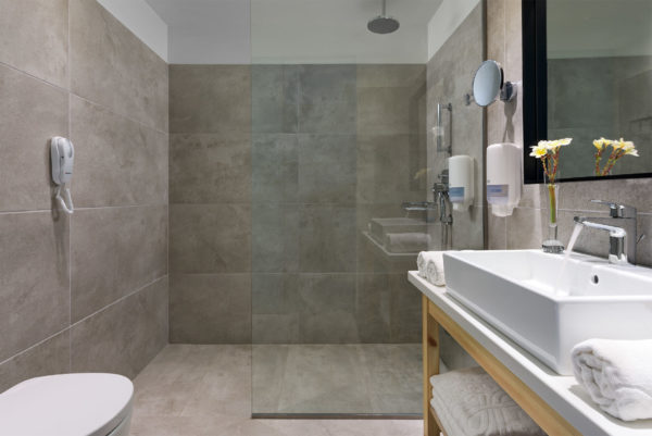 Premium_Guest_Room_Bathroom-1
