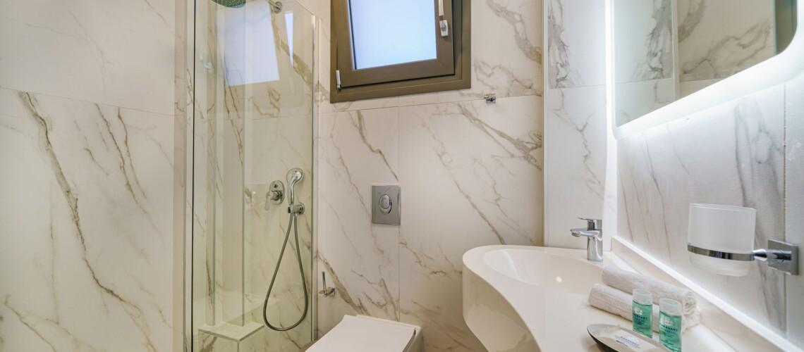 _execlusive suite bath_resized