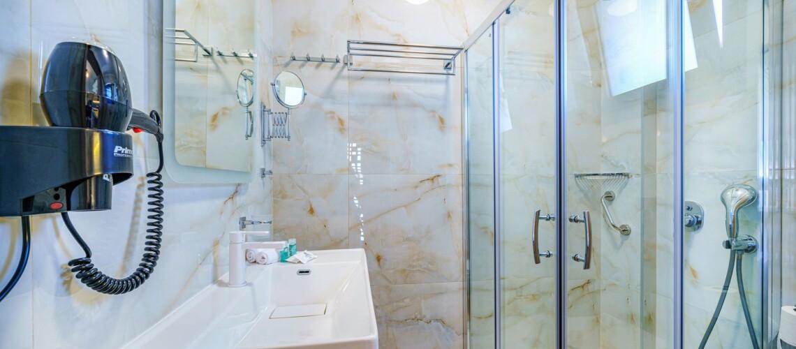 _suite bath_resized