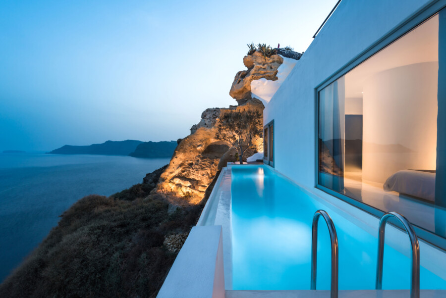 Exclusive-Suite-with-Infinity-Pool