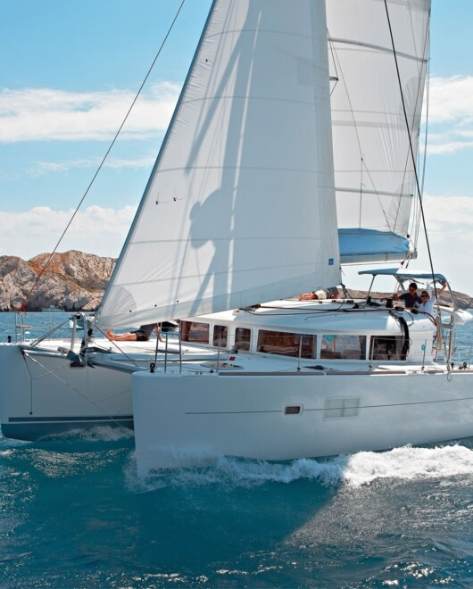 DAILY CATAMARAN SAILING_1