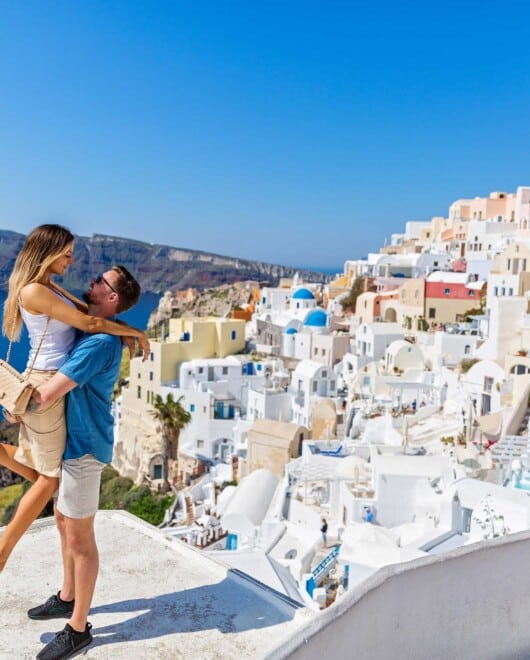 EXPERIENCE SANTORINI WITH A GREEK FRIEND